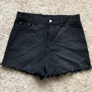 Highwasted black shorts